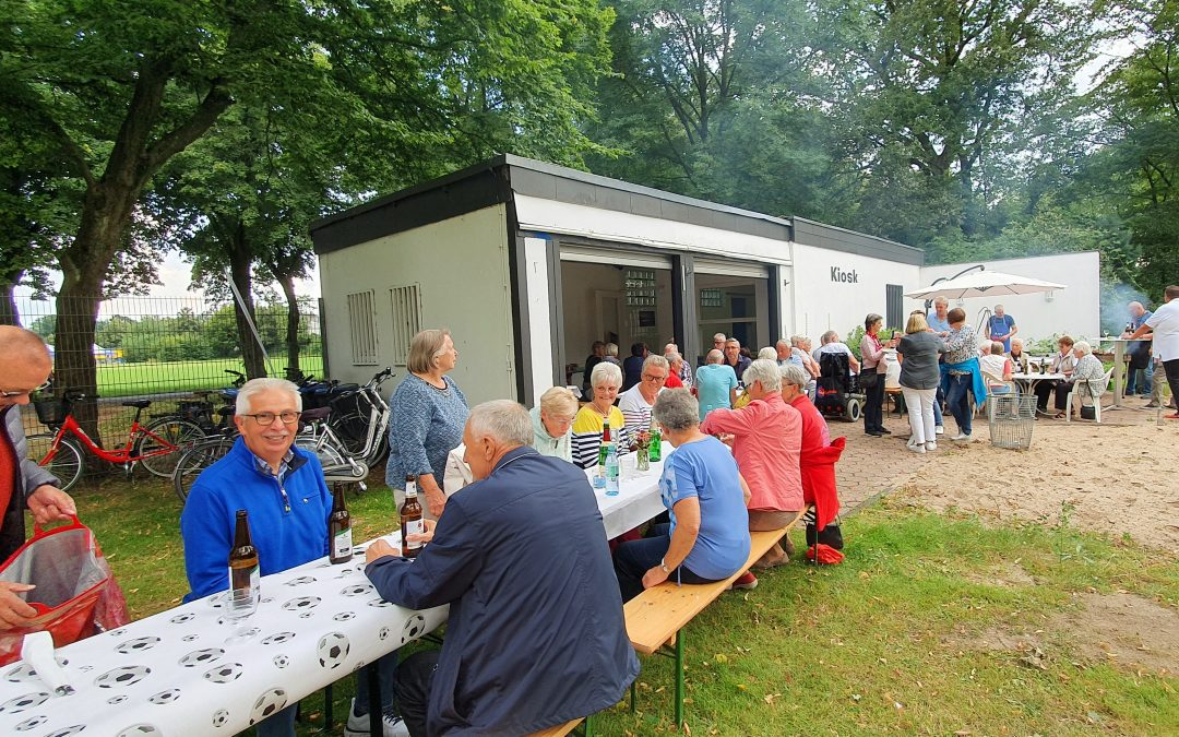 Sommerfest im Freibad: Übung in schöner Normalität